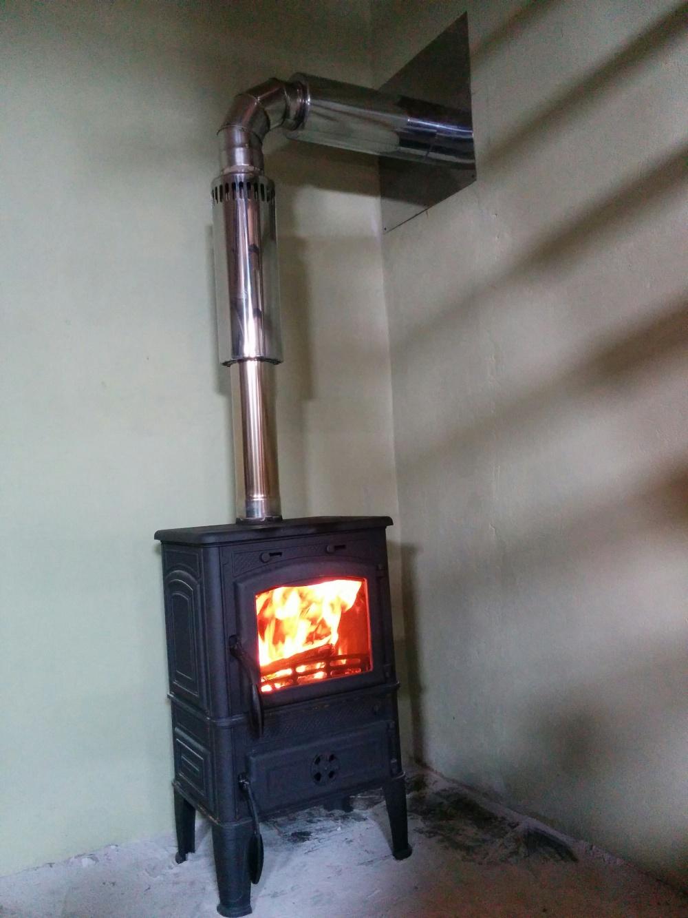 Установка печи в деревянном доме своими руками : правила монтажа каминов 32
